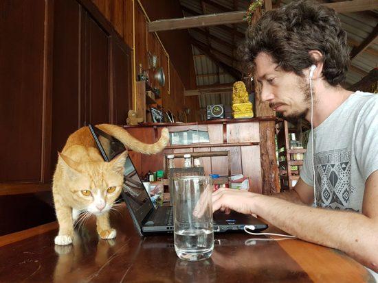 Adrian con gato